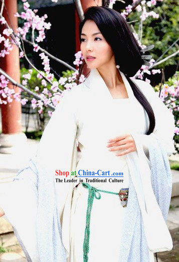 Pure White Chinese Hanfu Clothes and Long Wig for Women