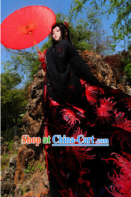 Ancient Chinese Empress Cosplay Long Tail Costumes and Red Umbrella Complete Set for Ladies