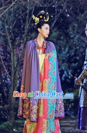 Tang Dynasty Wu Zetian Clothes and Hair Accessory for Women