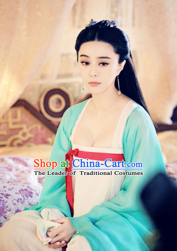 Chinese Tang Palace Poet Writer and Politician Shangguan Wan Er Costumes Costume Complete Set for Women