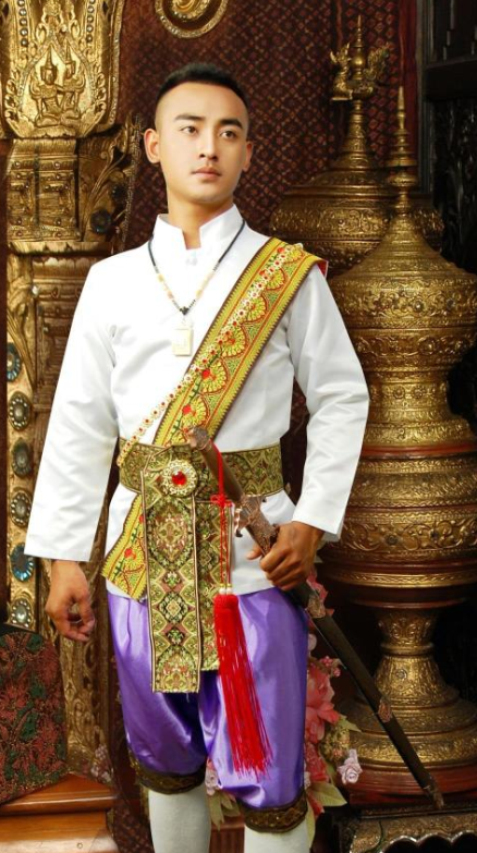The men's national costume is known as suea phraratchathan (เสื้อพระราชทาน Thai pronunciation: [sɯ̂a.pʰrá.râat.tɕʰa.tʰaan], lit. royally bestowed shirt).It was designed to serve as a national costume by royal tailors including Chupat Chuto, Phichai Watsanasong, and Sompop Louilarpprasert for King Bhumibol Adulyadej in , and was subsequently given to.