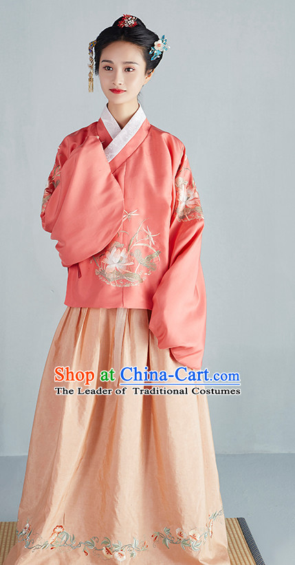 Chinese Ancient Ming Dynasty Beauty Garment Costumes and Hair Jewelry Complete Set for Women