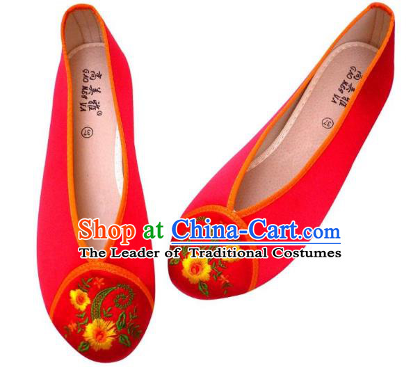 Traditional Chinese National Bride Red Embroidered Slippers, China Handmade Embroidery Flowers Hanfu Shoes for Women