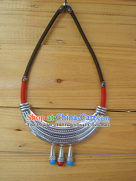 Traditional Chinese Miao Ethnic Minority Necklace, Hmong Handmade Silver Collar, Miao Ethnic Jewelry Accessories Collarbone Chain Necklace for Women