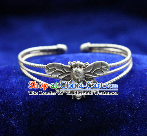 Traditional Chinese Miao Nationality Crafts Jewelry Accessory Bangle, Hmong Handmade Miao Silver  Honeybee Bracelet, Miao Ethnic Minority Silver Bracelet Accessories for Women