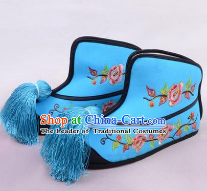 Traditional Chinese Ancient Peking Opera Martial Lady Embroidered Boots, China Beijing Opera Blues Blue Embroidered Shoes