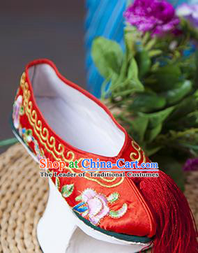 Traditional Chinese Qing Dynasty Princess Red Embroidered Shoes Saucers, China Ancient Manchu Palace Lady Blood Stained Shoes for Women