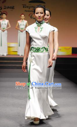 Traditional Chinese National Young Lady Qipao Costume, China Republic of China Embroidered Cheongsam for Women