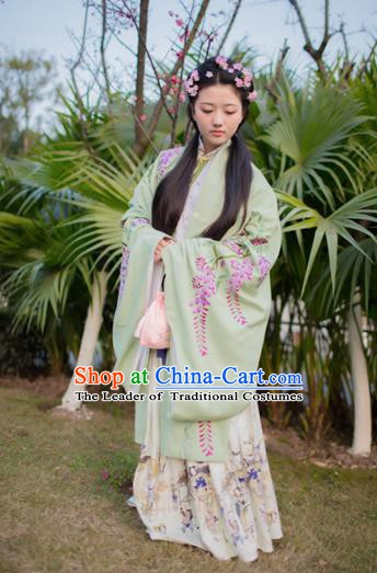China Traditional Ming Dynasty Palace Lady Costume Ancient Embroidered Cloak for Women