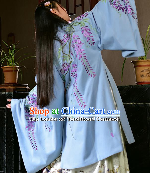 China Ancient Costume Ming Dynasty Palace Lady Embroidered Cloak for Women