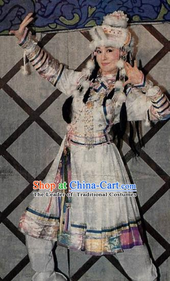 Chinese Ancient Qing Dynasty Mongolian Princess Xiaozhuang Embroidered Manchu Dress Historical Costume for Women