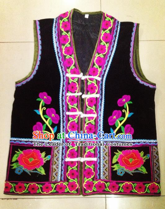 Traditional Chinese Yi Nationality Costume Black Embroidered Vests, China Yi Ethnic Folk Dance Clothing for Men