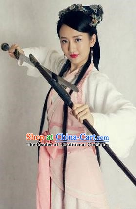 Chinese Ancient Wei and Jin Dynasties Swordswoman Embroidered Hanfu Dress Replica Costume for Women