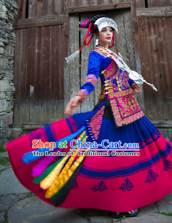 Traditional Chinese Yi Nationality Embroidered Wedding Costume, China Yi Ethnic Minority Dance Blue Clothing and Headwear for Women