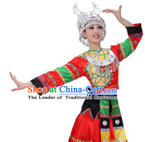 Traditional Chinese Miao Ethnic Clothing, China Hmong Minority Folk Dance Costume and Headwear for Women