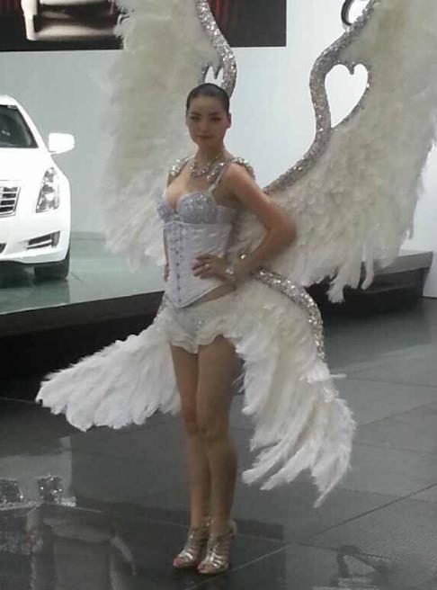 Custom-made Catwalks Props Brazilian Rio Carnival Samba Dance White Feather Deluxe Wings for Women